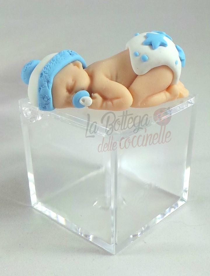 bomboniera bimbo che dorme su scatolina in plexiglass 5x5x5